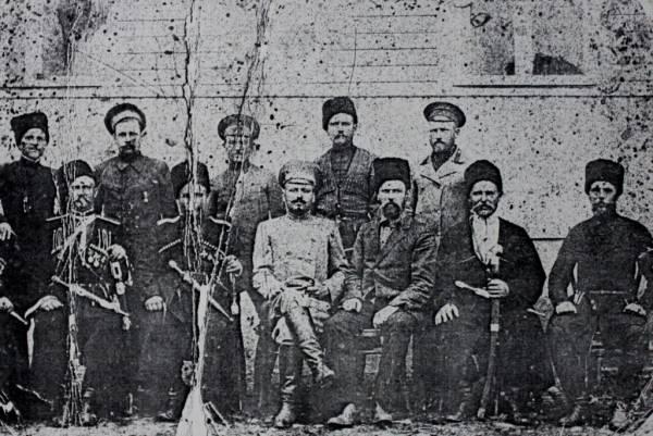 Члены станичного правления в день 50-летия станицы. Станица Убинская. Фото 1914 года.
