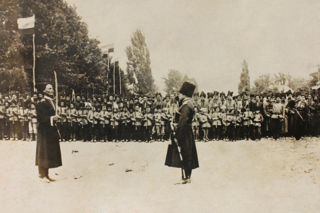 Рапорт атамана станицы. Станица Дербентская. Фото в честь 50-летия станицы 1914 года.