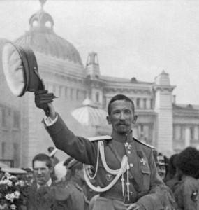 Генерал Лавр Георгиевич Корнилов в августе 1917 г. в Москве