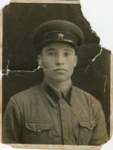 Кобылин Алексей Терентьевич, сержант, командир отделения 66 стрелкового полка. Погиб в боях при ст. Новодмитриевской 15 февраля 1943 года. Фото 19 ноября 1940 года. Ташкент