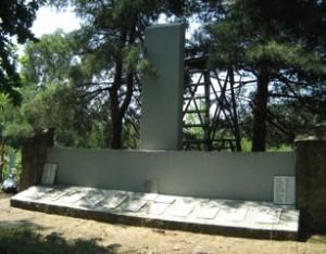 Захоронение воинов-освободителей на станичном кладбище в ст. Азовской.