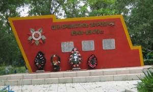Захоронение погибших воинов в п. Октябрьском